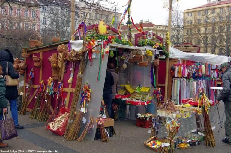 Marché de Paques à Prague vente des pomlazka