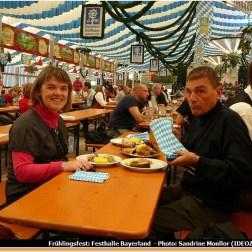 Fruhlingsfest de Munich Festhalle Bayerland dégustation du plat bavarois typique