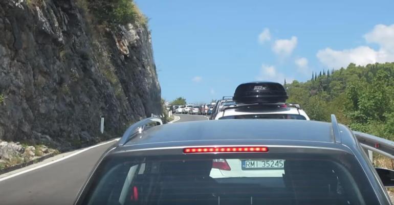 Embouteillage entre frontière de Croatie et du Montenegro