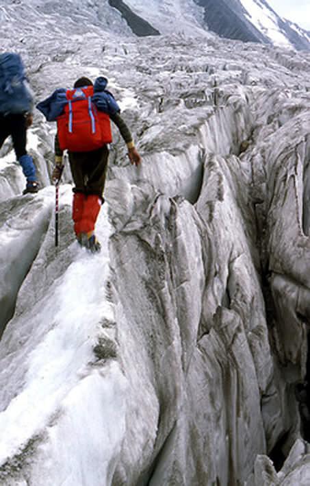 ascension du Mont blanc crevasses avant l'arrivée au refuge des grands mulets