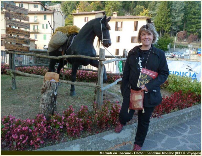 Marradi statue d'un cheval à l'entrée de la ville toscane