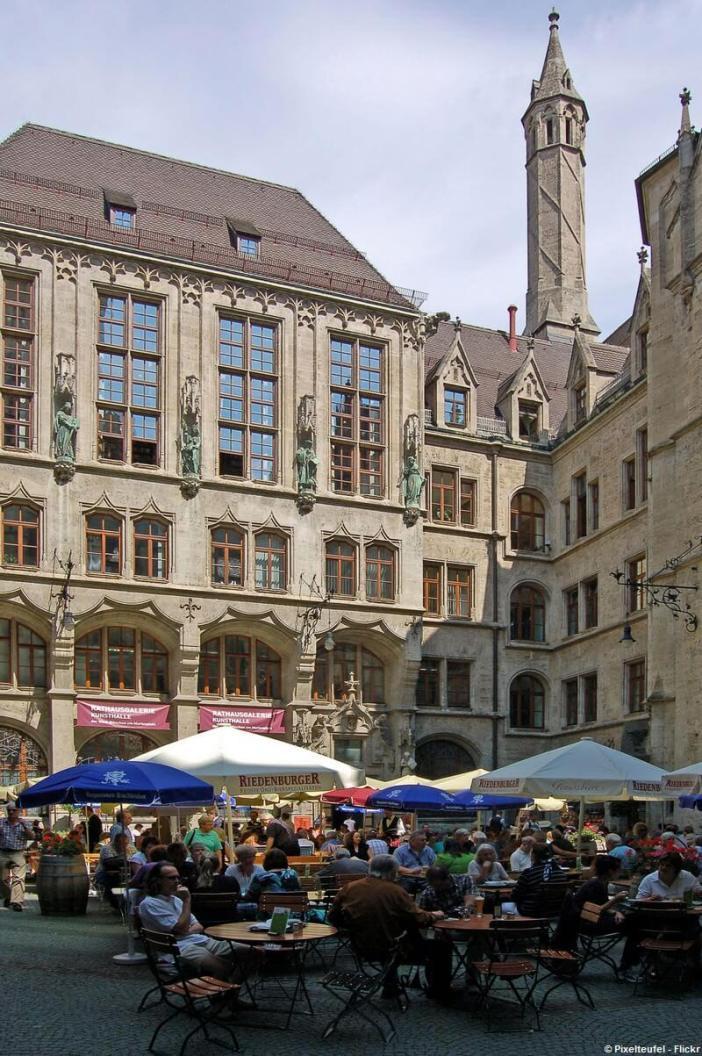 Biergarten Innenhof Neues rathaus Munich