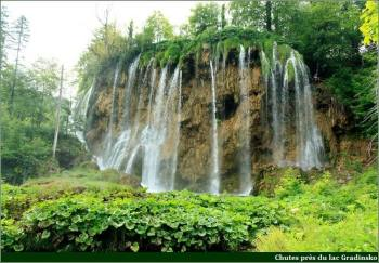 Plitvice chutes près du lac Gradinsko