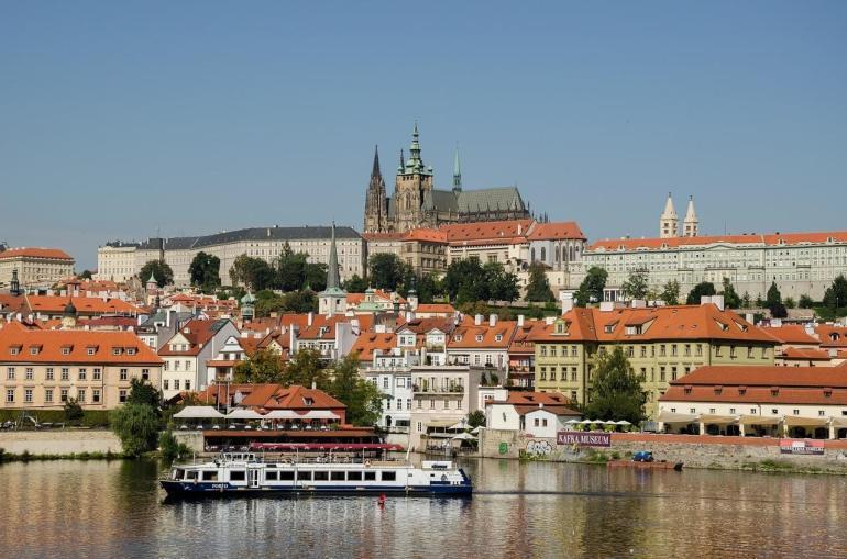 prague vue de la Vltava et du château