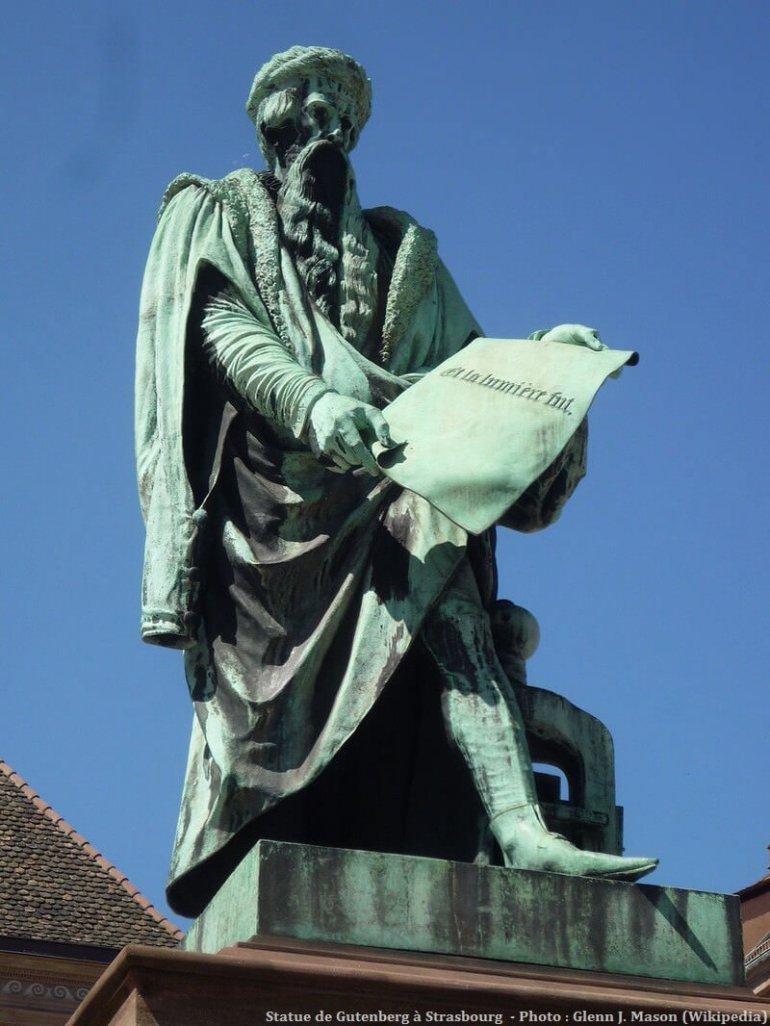 Strasbourg Statue de Johannes Gutenberg Place Gutenberg