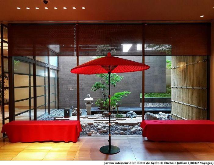 Jardin intérieur d'un hôtel à Kyoto