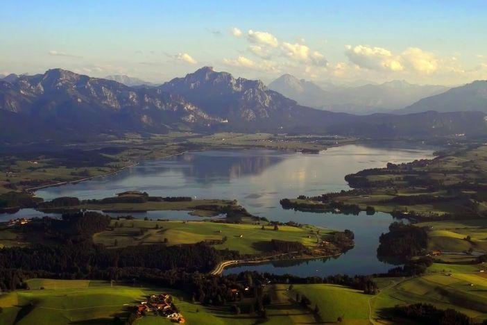 Lac forggensee en été vue aérienne