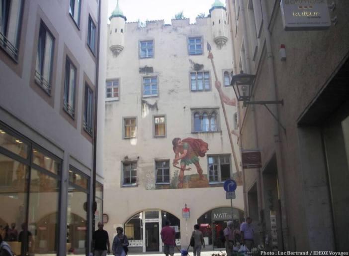 Regensburg Façade David contre Goliath