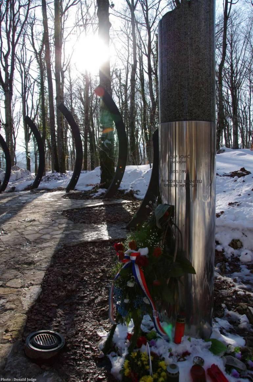 Monument en l'hommage de Josip Jovic mort lors des Paques sanglantes de Plitvice en mars 1991