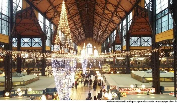 Ambiance de Noël au marché central de Budapest
