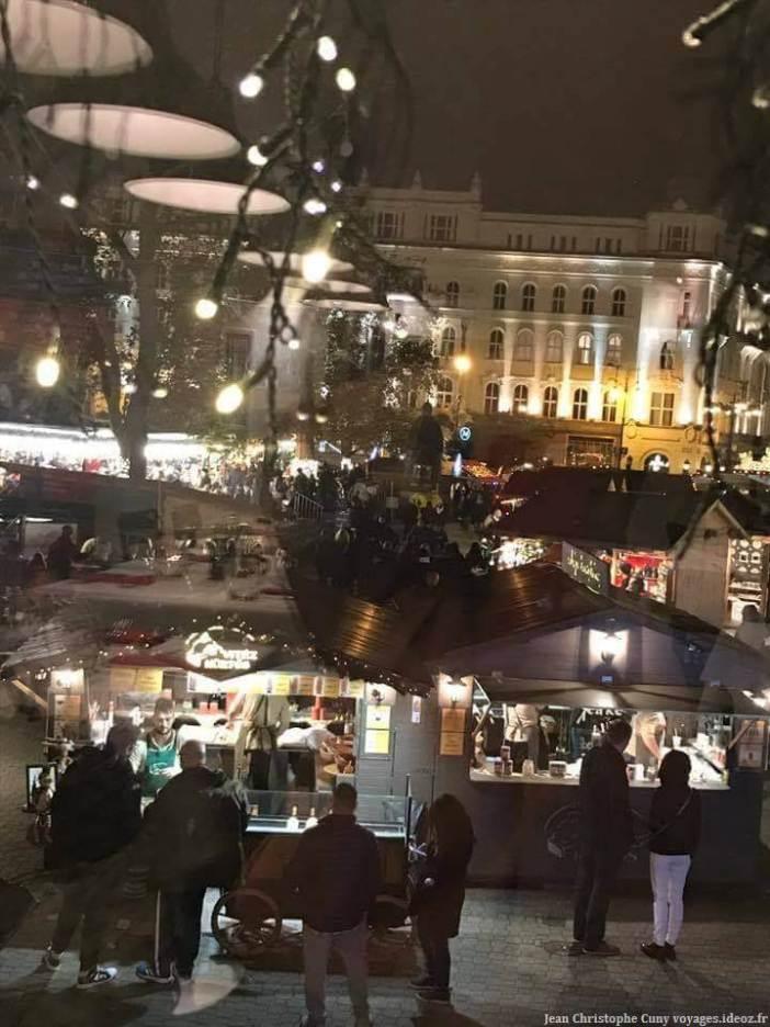 Marché de noel à Budapest place Vörösmarty