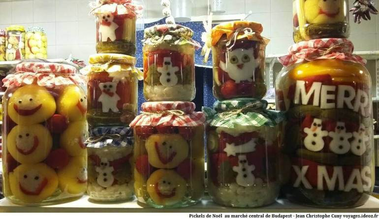 Pickels hongrois de Noël au marché central de Budapest