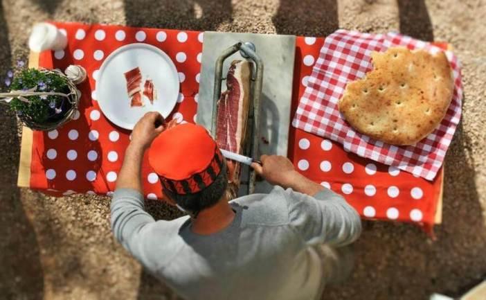 Drsniksi prsut jambon dalmate découpé traditionnellement