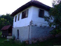 Arilje maison dans la campagne en serbie (1)