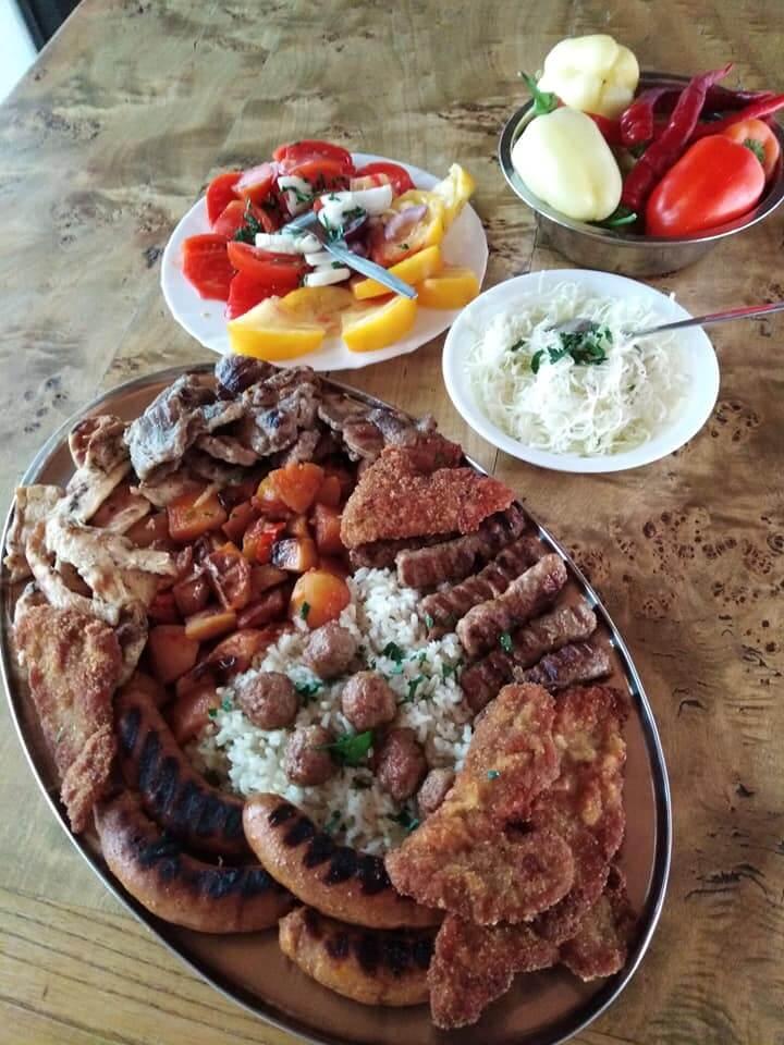 mix grill chez la famille Lackovic à la ferme de Bilje