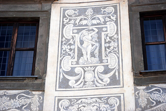 pise piazza dei cavalieri palazzo façade peinte par Vasari
