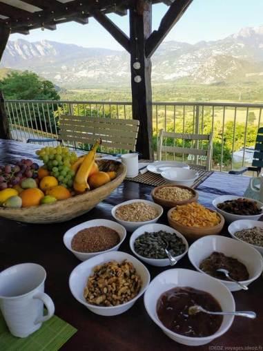 Badanj Village Rooms petit déjeuner céréales et fruits