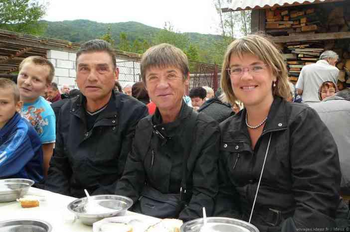 Famille Monllor accueillie lors de la fête du monastère à Ostrov