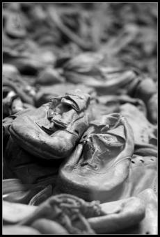 Camp d'Auschwitz Birkenau Musée tonnes de chaussures de prisonniers