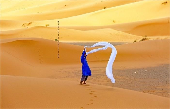 homme dans le désert marocain