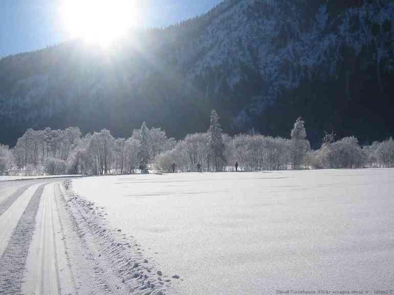 Paysage enneigé du Ammergau dans les Alpes Bavaroises