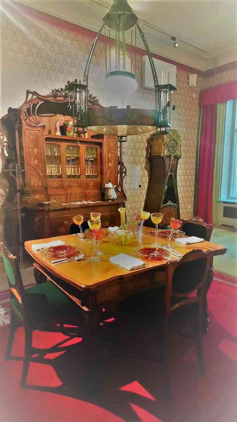 exposition Art Nouveau table et repas villa de György Ráth
