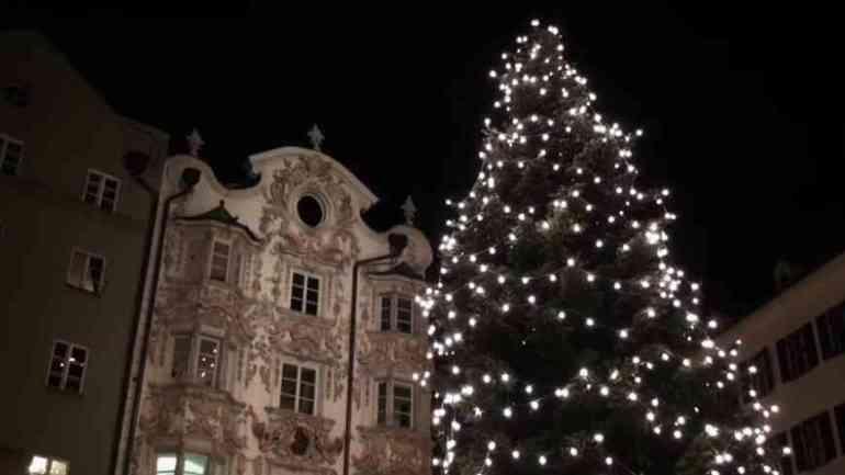 Innsbruck à Noel sapin illuminé dans la vieille ville