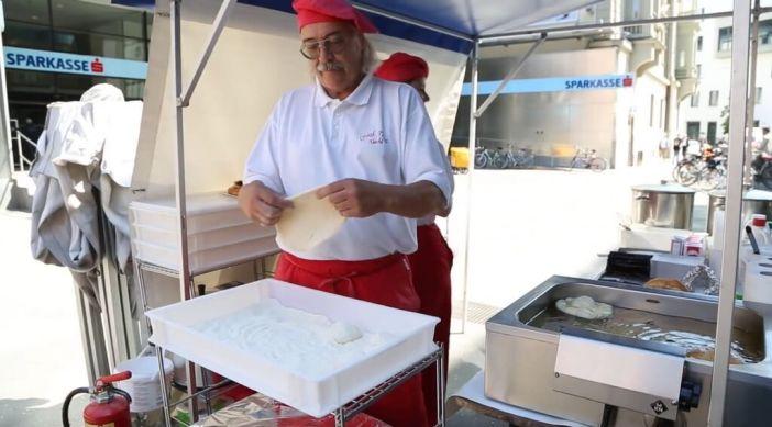 préparation des kiachln chez Onkle Tom à Innsbruck