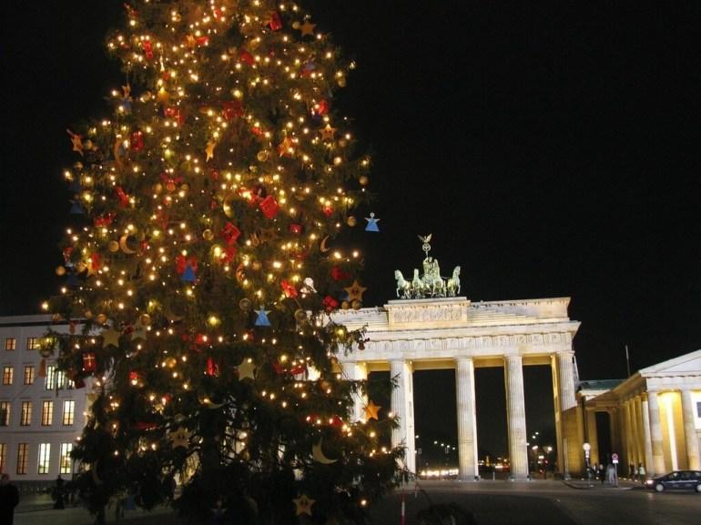 Sapin de Noël décoré sur Alexanderplatz