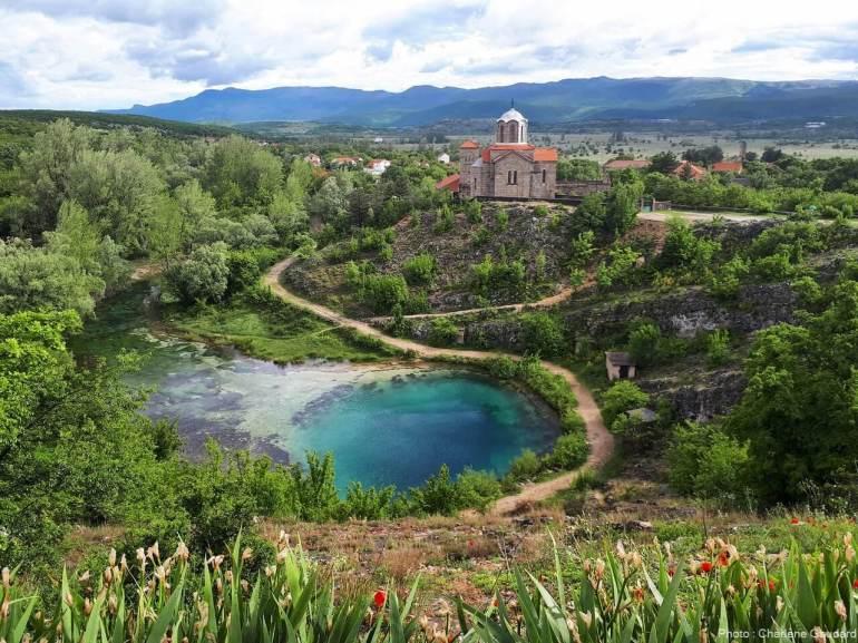 source de la rivière Cetina dans le village de cetina en dalmatie du nord
