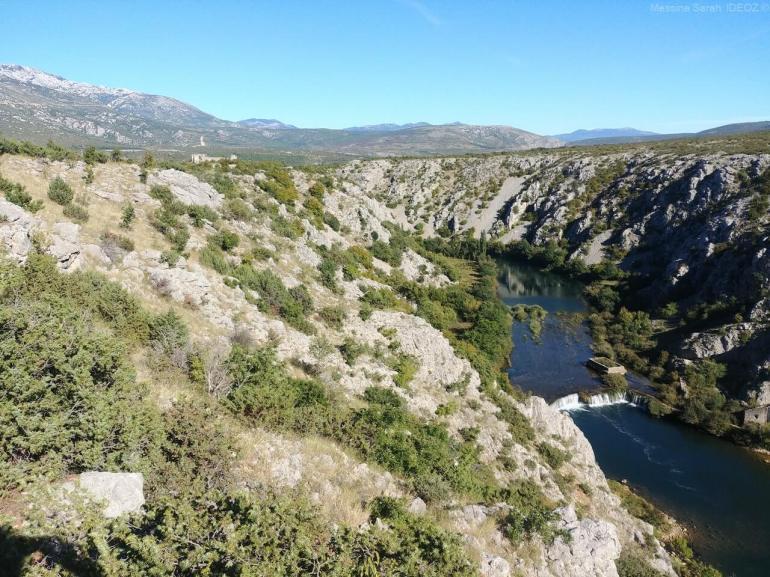 Cascade près Muskovci sur la rivière Zrmanja dans le canyon (1)