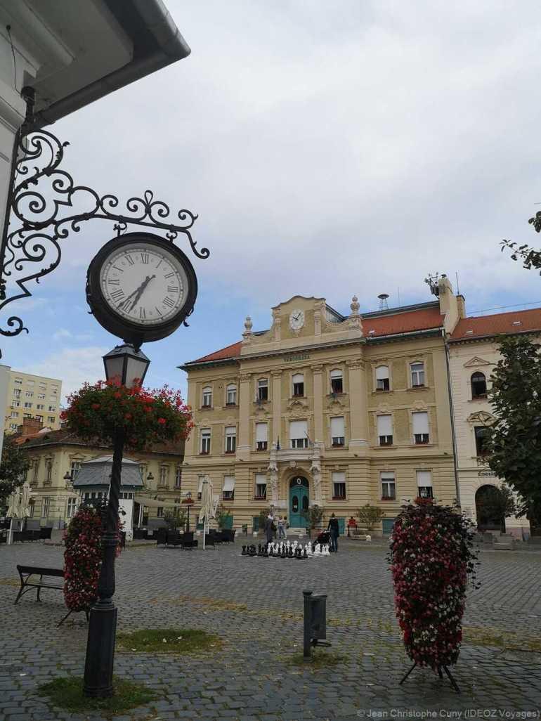 Quartier d'Obuda horloge et place