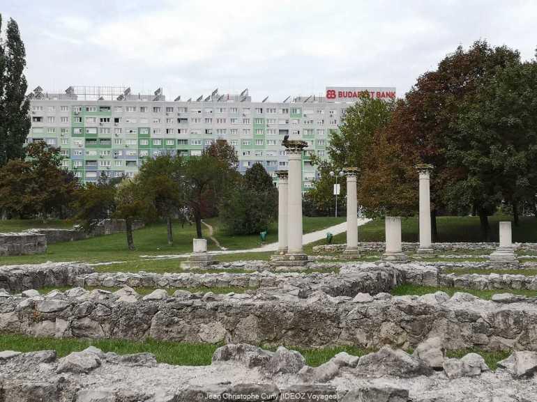 Contrastes à l'entrée d'Óbuda à budapest