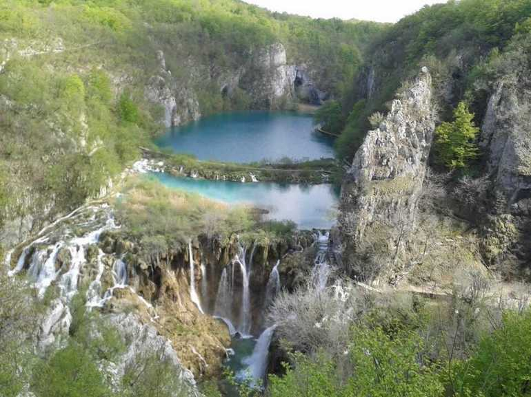 panorama sur les chutes des lacs de plitvice