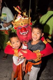 Red Monkey et les enfants