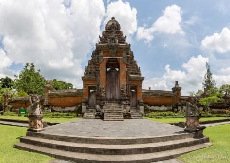 Taman Ayun - entrée du temple