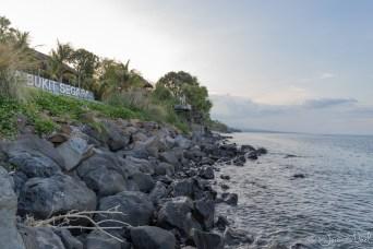 Amed - rochers en bord de plage