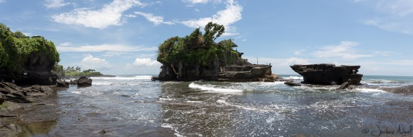 Tanah Lot - panorama temple