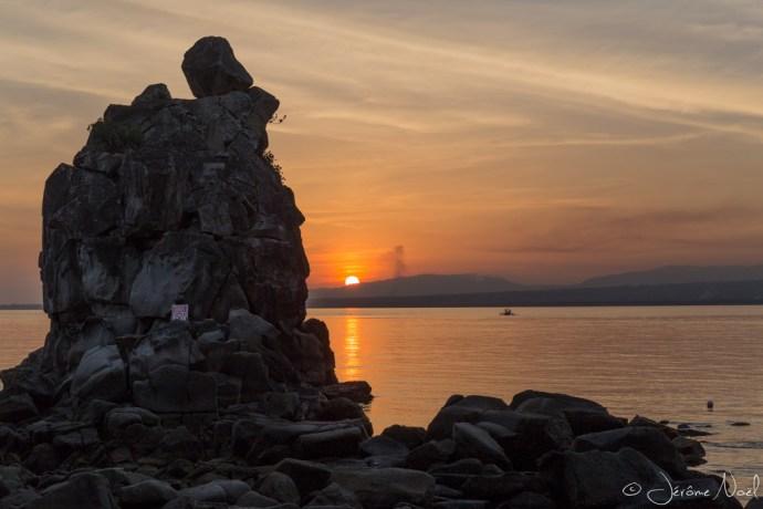 Apo Island - coucher de soleil et rocher