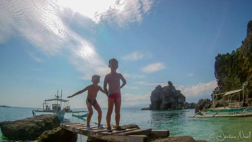 Apo Island - Thomas et Luka plongent
