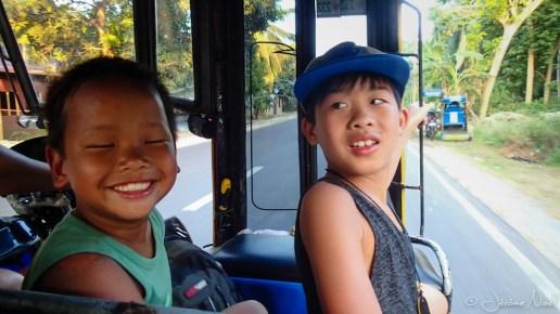 Dans le tricycle pour Tan-awan