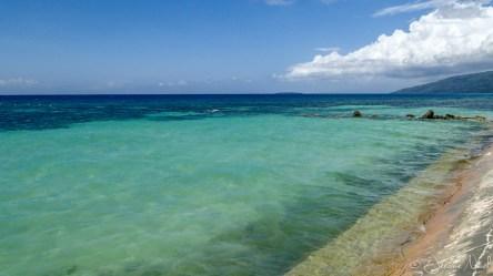 Oslob - bord de mer, on devine Sumilon Island