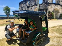 Oslob - Cuartel Ruins, dans le tricycle