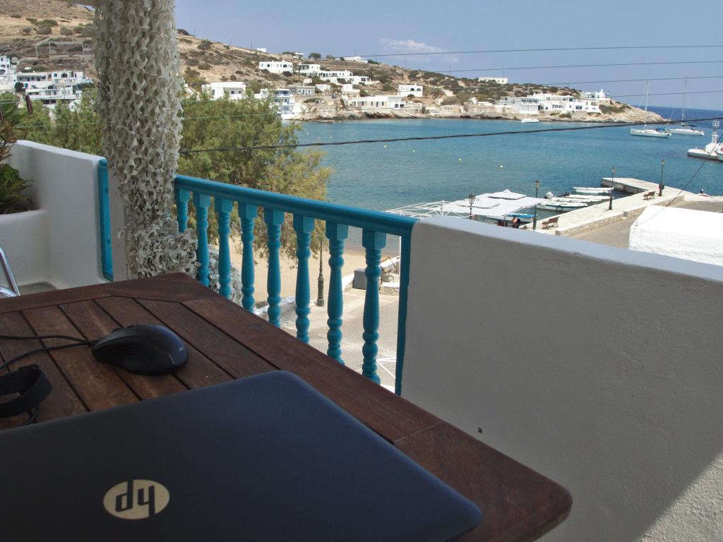 Digital nomad bureau avec vue mer