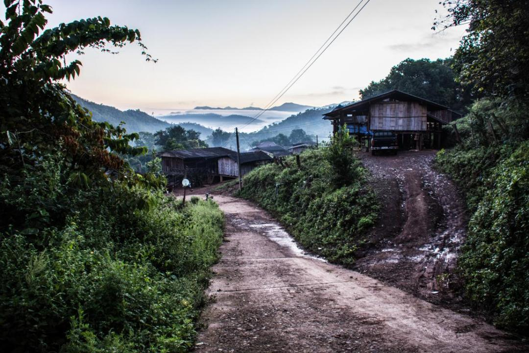 village thailandais mission avec éléphants d'Asie