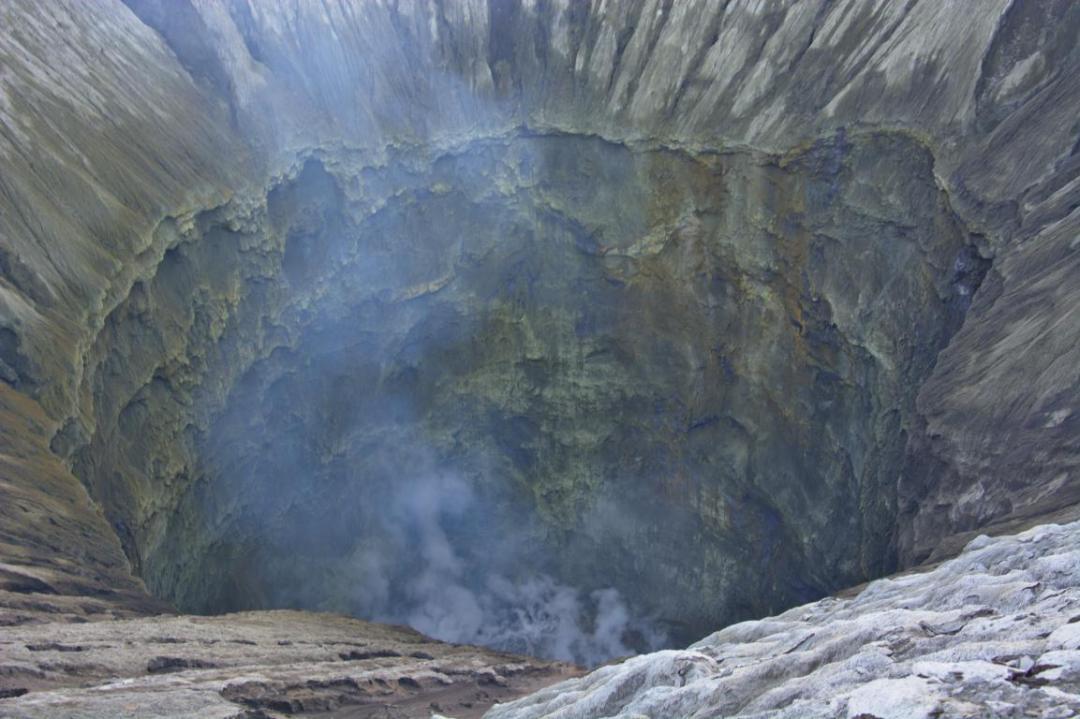 le fond du cratère du mont bromo à java