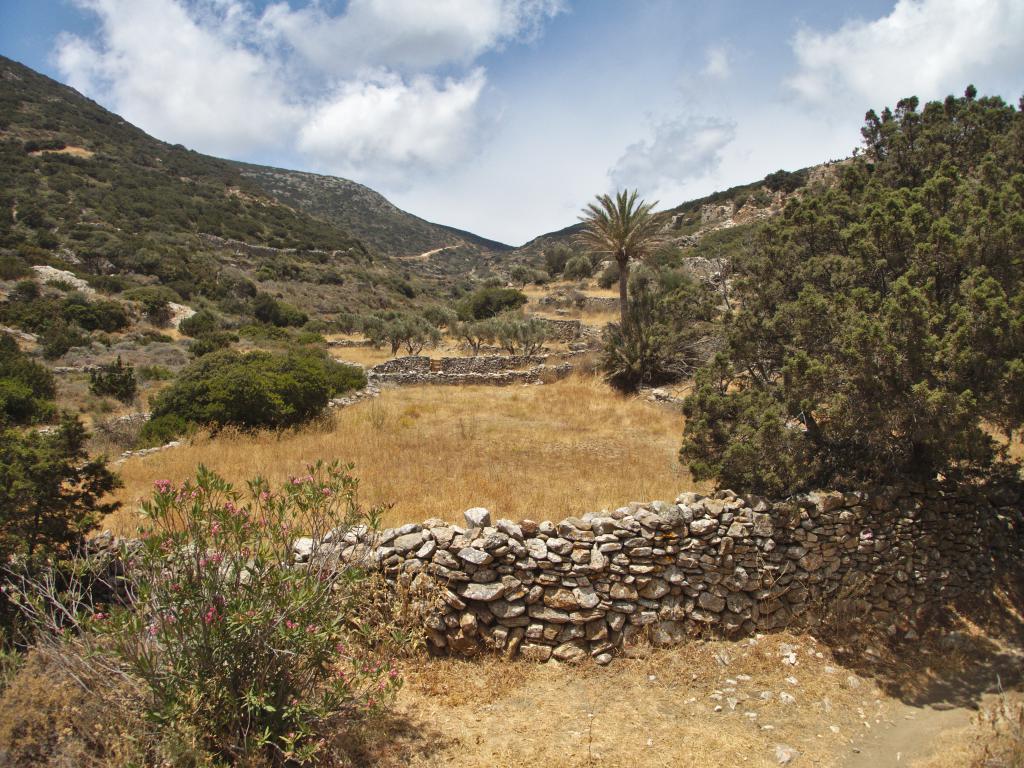 dans l'intérieur des terres de Sifnos dans les Cyclades