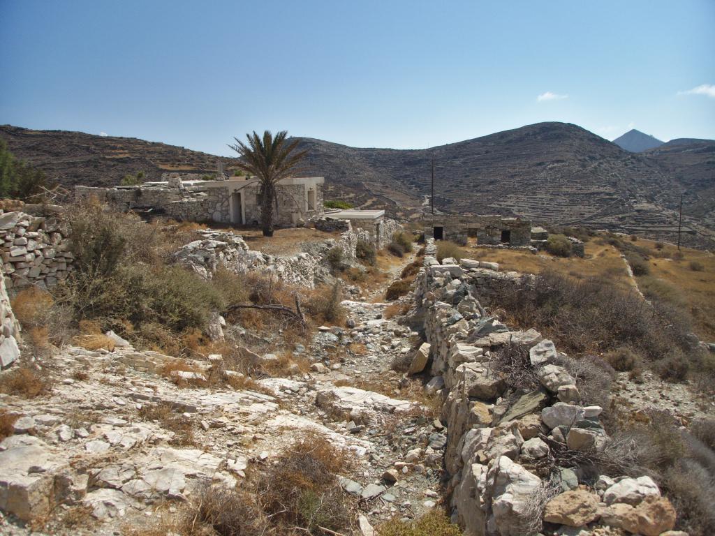 l'intérieur de Sikinos dans les Cyclades