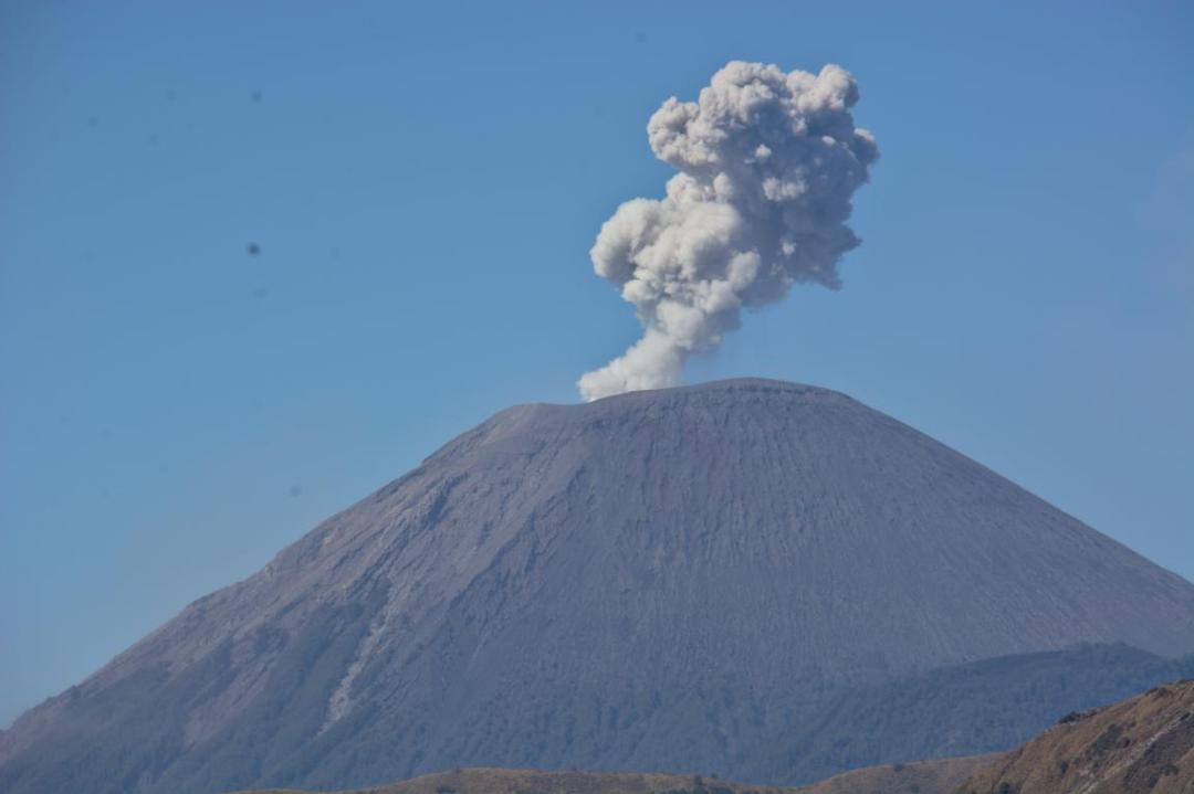 éruption du volcan semuru en indonésie