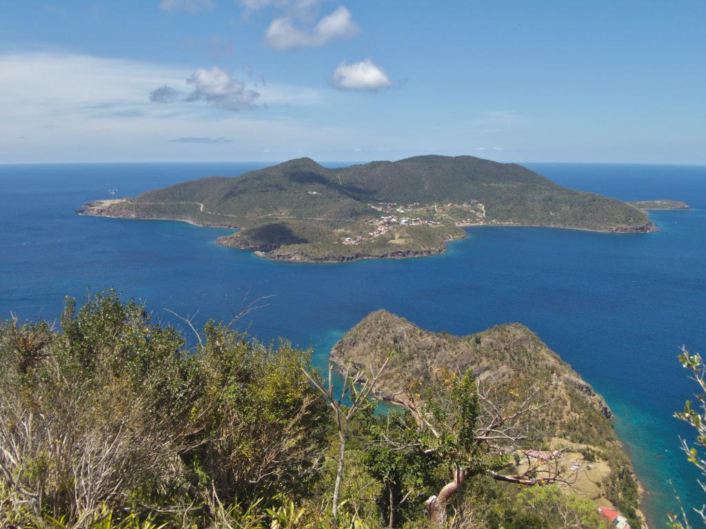 Vue sur Terre de Bas dans les Saintes dans les Caraibes